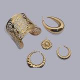 コータを金属で処理する銀製の宝石類