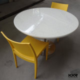 現代家具の人工的な石造りのダイニングテーブルおよび椅子