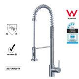 Il miscelatore caldo dell'acqua fredda estrae il singolo colpetto della cucina della maniglia dei rubinetti