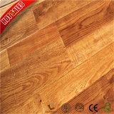 緑のコアオーストラリアのチークの寄木細工の床の積層物の床
