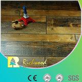 Revestimento de parede laminado em V e ranhurado à mão 12,3 mm HDF AC4 comercial