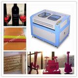 Gravura do laser do MDF do CO2 e máquina do equipamento da estaca