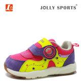 幼い子供の幼児子供の赤ん坊のBoys&Girlsの新生の靴