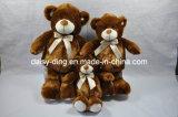 Orso di seduta serio dell'orsacchiotto della peluche (pelle anche disponibile) con Bowtie