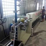 Machine à fabriquer des bandes de cerclage en plastique