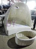 이탈리아 가구 유일한 디자인에 의하여 구부려지는 백색 등나무 두 배 침대 겸용 소파