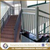 Escalera recta del hierro labrado