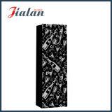 Documento nero con i sacchi di carta di timbratura caldi della bottiglia di vino