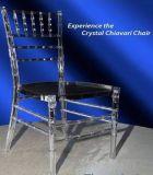 Lucite Cadeira Chivari clara de resina