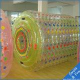 Rolo inflável da roda de água dos jogos engraçados da água