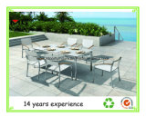 Корпус из нержавеющей стали и обеденный стол снаружи, сад есть обеденные столы
