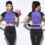 La forma fisica delle donne di alta qualità copre i vestiti correnti di yoga di ginnastica