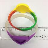 Wristband poco costoso del silicone su ordinazione professionale di fabbricazione 2016