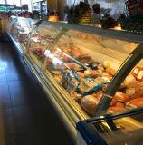 Affichage de la viande de poulet de supermarchés réfrigérateur congélateur