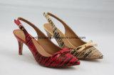 Chaussures moyennes de santal de femmes de talon avec le haut d'unité centrale