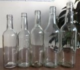 ガラスビンのウォッカのびんのワイン・ボトルまたはジュースのびんかカクテルグラスのびん