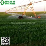 農業の中心のピボットスプリンクラーの用水系統
