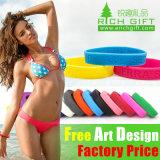 Tallas promocionales de la manera de la fábrica de la pulsera colorida de encargo del silicón