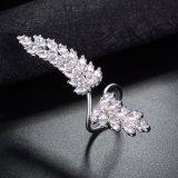 Nuevo diseño CZ de latón chapado en oro blanco de anillo de diamantes