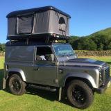 屋外のキャンプのための黒く堅いシェルの屋根の上のテント