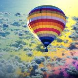 Conto de fadas polimórfico colorido mundo do balão de ar quente para ir passear