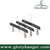 方法衣類の表示ハンガー、金属クリップが付いている木のズボンのハンガー