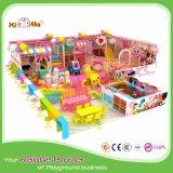 Cour de jeu extérieure en plastique d'enfants avec des glissières