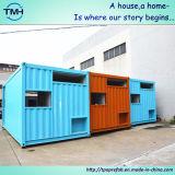 井戸は移動式金属の容器の家を飾った