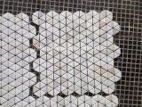 Belle décoration blanc pour salle de bains en mosaïque
