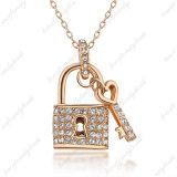 Het nieuwe Medaillon van het Ontwerp en de Zeer belangrijke Halsband van de Juwelen van de Tegenhanger Goud Geplateerde