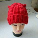 上の毛皮の球が付いている方法女性帽子の帽子の冬の帽子