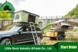 少し岩のように固いシェルのキャンプ車のテント