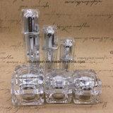 正方形のプラスチックアクリルのローションのびんおよび正方形のクリーム色の瓶の装飾的な包装