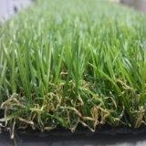 Grama sintética para o verde de colocação do telhado