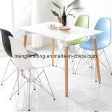 椅子および余暇のプラスチック椅子を食事するレストランの椅子
