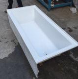 Banheira acrílica do projeto novo de Cupc com o avental contornado e os bordos