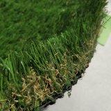 フットボールおよび擬似泥炭の人工的な草を美化すること