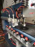 드릴링 기계가 유리제 두 배에 의하여 구멍을 판다