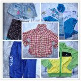 Le vêtement utilisé utilisé vêtx la vente sur le marché de l'Afrique