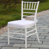 Resina branca Chivari cadeira com Pad