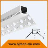 Vertieftes Pflaster im LED-Profil für Trockenmauer außerhalb der Ecke mit mit Löchern auf dem Flansch