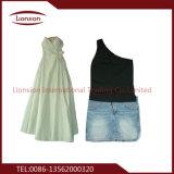 Exportações usadas da roupa para jovens