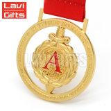 La medaglia in bianco noma unica incisa resa personale del laser del metallo placcata oro su ordine con l'autoadesivo di stampa inserisce il marchio