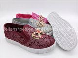 美しい子供の女の子の学校は蹄鉄を打つ注入のスリップオンのズック靴(ZL1017-7)に