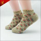 Calcetines del tobillo del borde del cordón del estilo del diseño de nuevo producto