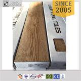 Tuiles d'intérieur de vinyle de PVC de modèle en bois populaire UV d'enduit