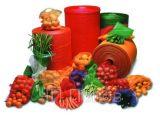 L'uso impaccante di verdure della frutta dell'aglio della patata arancione della cipolla si è sporto sacchetto netto della maglia di plastica