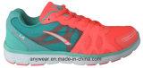 Atletische Mannen die de Schoenen van de Sporten van de Gymnastiek van de Vrouwen van het Schoeisel (815-9545) in werking stellen