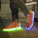 男女兼用のスニーカーLEDの靴、女性のためのLEDライト点滅の靴を育てる2016の最新のデザイン7カラー