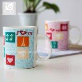 El estilo atractivo posee la taza de cerámica al por mayor de China 12oz de la insignia